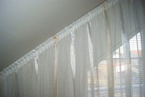 kolejnice na šíkmé okna